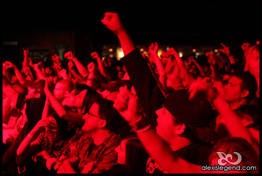 CROWD - NEKROMANTIX & ROB ZOMBIE TOUR